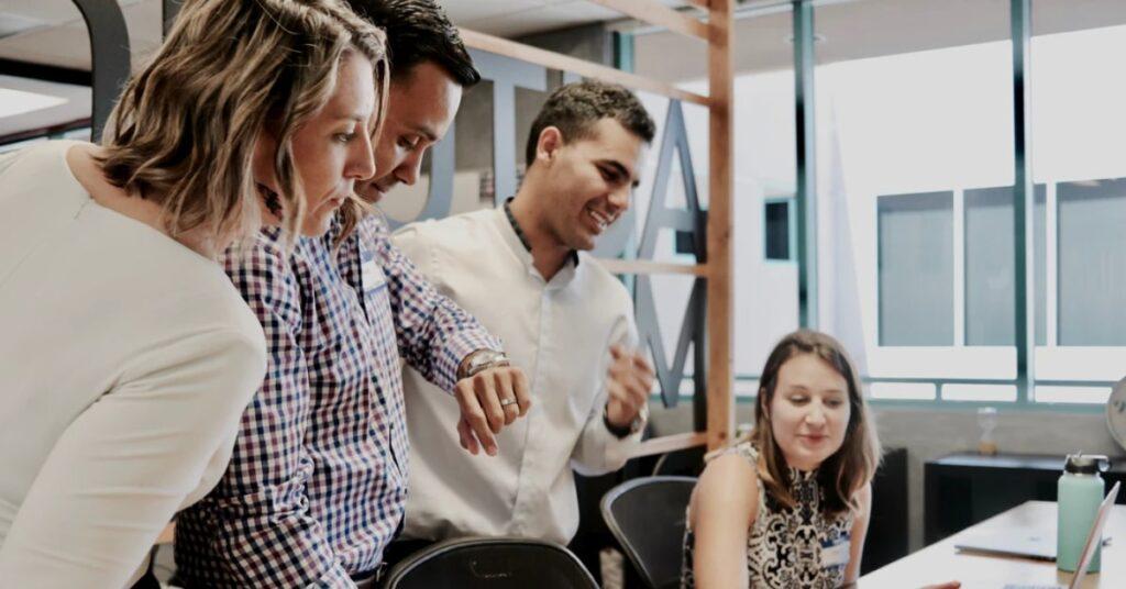 7-maneiras-de-melhorar-a-experiência-do-cliente-no-varejo-investimento-na-equipe-interna