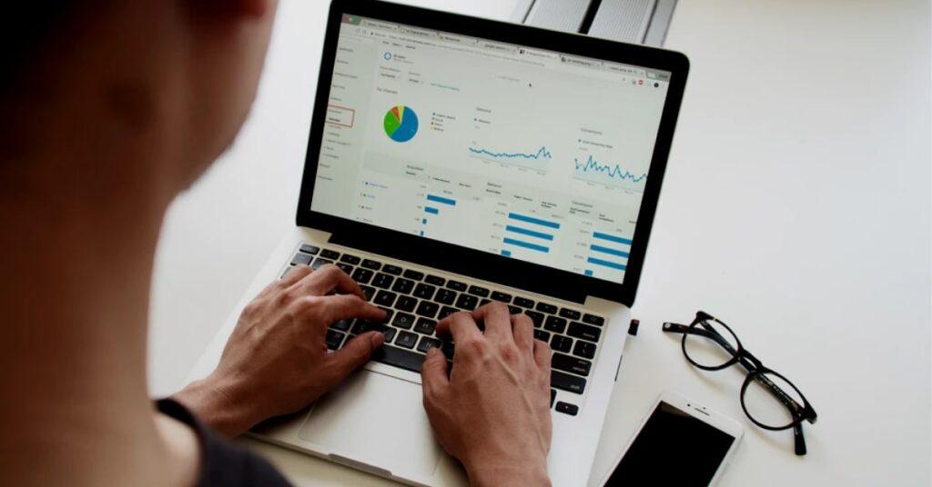 7-maneiras-de-melhorar-a-experiência-do-cliente-no-varejo-voz-ativa-aos-clientes
