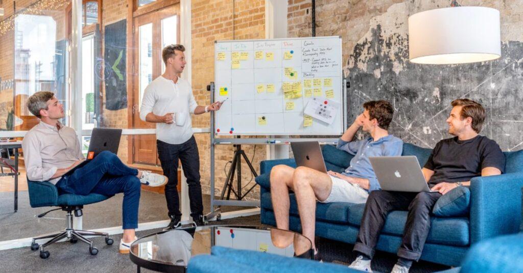 7-passos-para-promovr-a-transformação-digital-no-varejo-estabelecimento-de-uma-liderança-clara